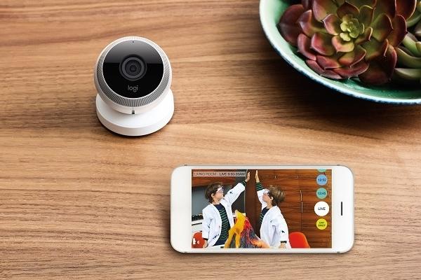 Камера спостереження Logi Circle з можливістю управління смартфоном